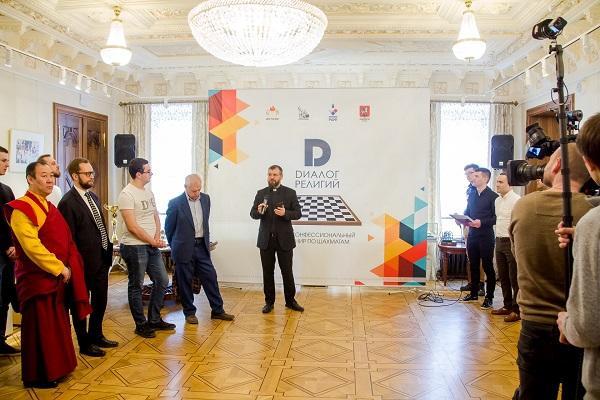 18 апреля 2019 года в Центральном доме шахматиста имени М.М. Ботвинника прошел первый в российской истории Межконфессиональный турнир по шахматам, который собрал 31 участника из восьми религиозных объединений, представляющих христианство, ислам, иудаизм и буддизм