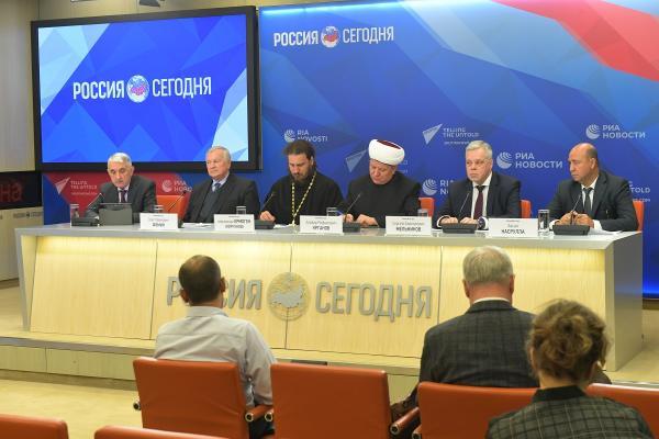 Мультимедийная пресс-конференция членов делегации Межрелигиозной рабочей группы Совета по взаимодействию с религиозными объединениями при Президенте Российской Федерации, побывавшей с 21 по 25 сентября с гуманитарной миссией в Сирии